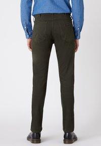 Wrangler - GREENSBORO - Trousers - roisin green - 2