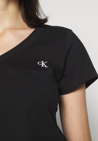 Calvin Klein Jeans - EMBROIDERY V NECK - T-shirts - black - 5
