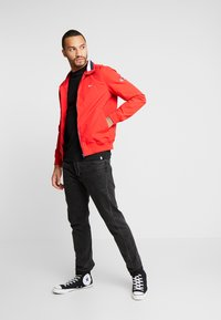 Tommy Jeans - ESSENTIAL JACKET - Summer jacket - racing red - 1