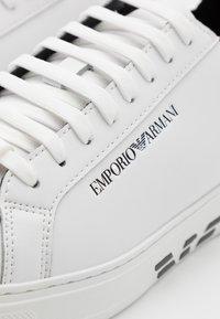 Emporio Armani - Sneakersy niskie - white/black - 5