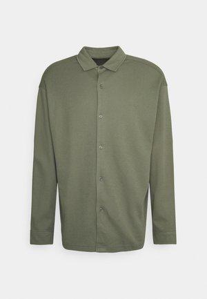 ABUTO - Camicia - deep lichen green