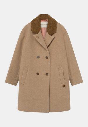 OVERSIZED DOUBLE BREASTED COAT - Classic coat - camel