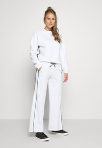 Peak Performance - FLOW WIDE PANT - Tracksuit bottoms - white - 1