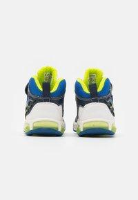 Geox - INEK BOY - Sneakersy wysokie - white/navy - 2