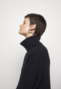 Filippa K - MOLLY ROLL NECK  - Trui - navy - 5
