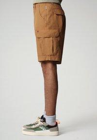Napapijri - NOTO - Shorts - chipmunk beige - 2