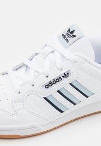 adidas Originals - CONTINENTAL 80 STRIPES UNISEX - Trainers - footwear white/halo blue/collegiate navy - 5