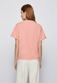 BOSS - EVINA - Print T-shirt - pink - 2
