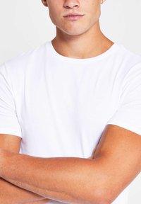 River Island - 5 PACK - T-shirt - bas - white - 3