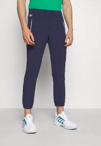 Lacoste Sport - OLYMP PANT - Träningsbyxor - navy blue/white - 0