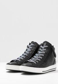 Gabor Comfort - Sneakersy wysokie - schwarz - 4