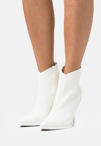 Topshop - HANDSOME POINT BOOT - Classic ankle boots - white - 0