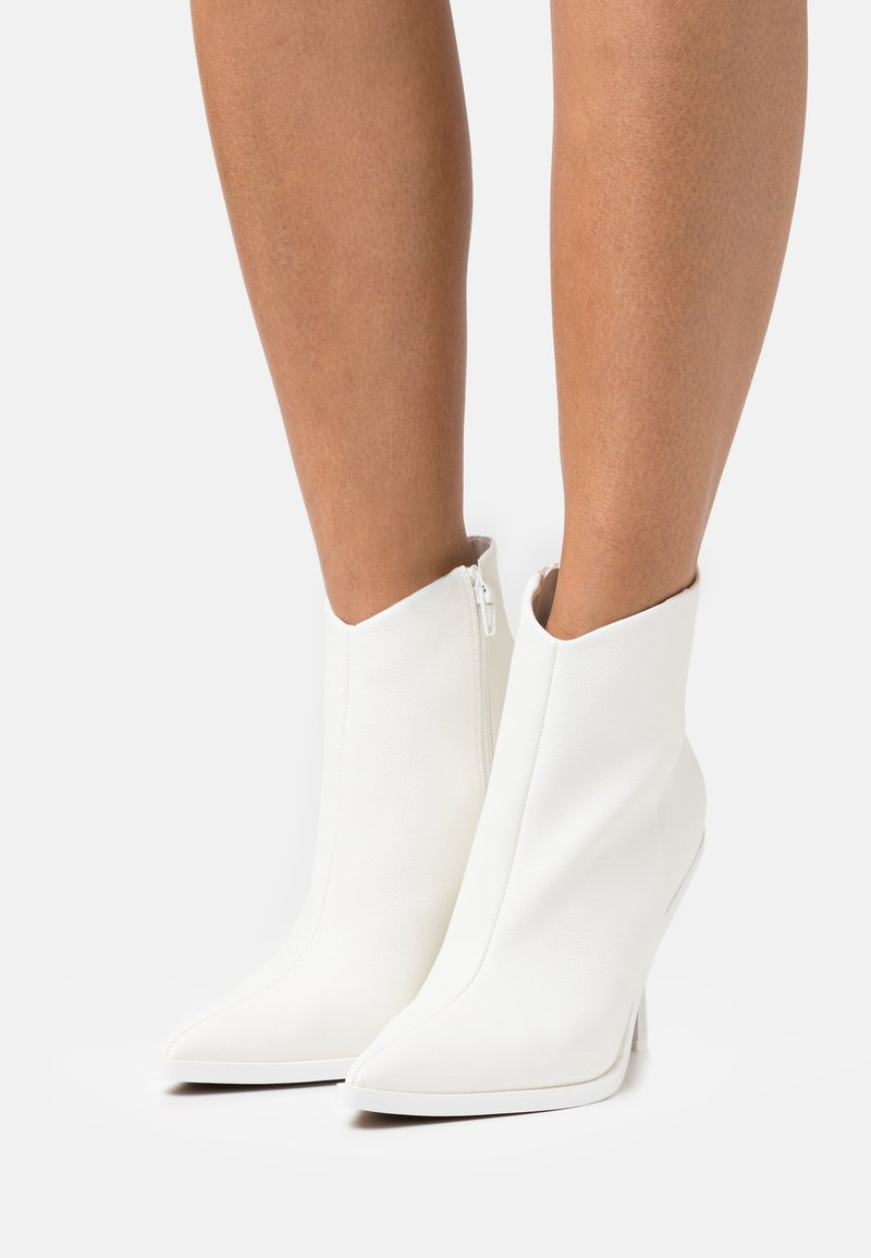 Topshop - HANDSOME POINT BOOT - Classic ankle boots - white