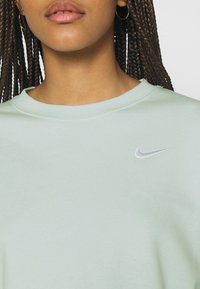 Nike Sportswear - CREW TREND - Sudadera - barely green/white - 4