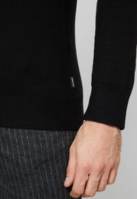 Jack & Jones - JJEEMIL ROLL NECK - Strickpullover - black - 3