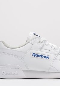 Reebok Classic - WORKOUT PLUS - Sneakersy niskie - white/royal - 5