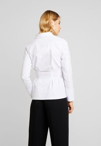 4th & Reckless - LESTER PLEATED SHIRT - Button-down blouse - white - 2