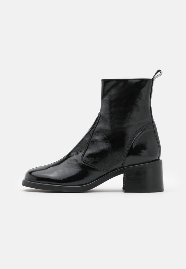 VEGAN VIOLA ROUND TOE BOOT - Classic ankle boots - black