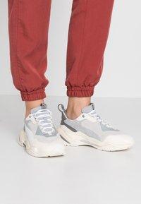 Puma - THUNDER BLOCK - Sneaker low - quarry/white smoke - 0