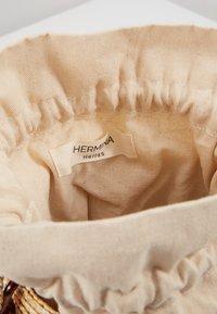Hermina Athens - SHOULDER BASKET - Taška spříčným popruhem - beige - 5
