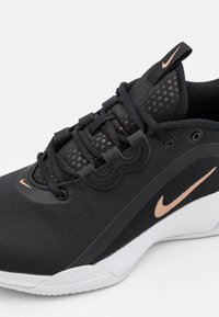 Nike Performance - AIR MAX VOLLEY CLAY - Clay court tennis shoes - black/metallic red bronze/white - 5