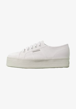 Trainers - total white