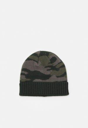 NKMMAXINO HAT - Čepice - darkest spruce