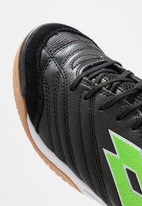 Lotto - STADIO 300 II ID - Botas de fútbol sin tacos - all black/spring green - 5