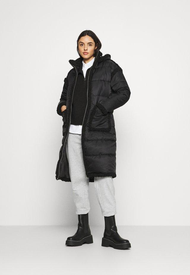 CARLEY - Zimní bunda - black