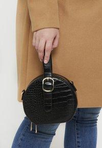 NAF NAF - RSOLYE - Håndtasker - noir - 1