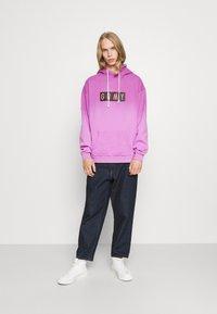 Grimey - FRENZY GRADIENT HOODIE UNISEX  - Sweatshirt - purple - 1