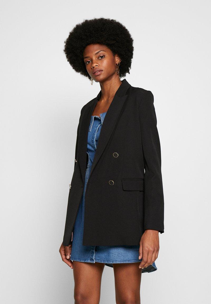 Guess - CHERYL - Krátký kabát - jet black