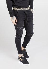 SIKSILK - ELASTICATED WAIST DISTRESSED - Jeans Skinny - black - 0