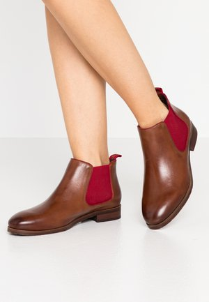 Ankle boots - cognac/red