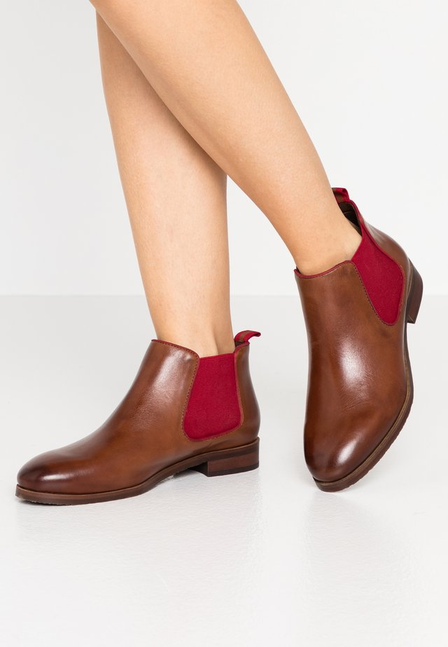 Ankle boot - cognac/red
