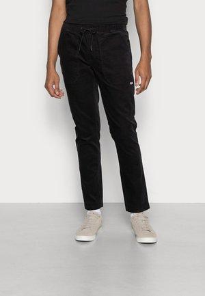 SCANTON TRACK PANT - Spodnie materiałowe - black