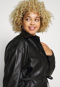 Glamorous Curve - SHIRT JACKETS - Faux leather jacket - black - 3