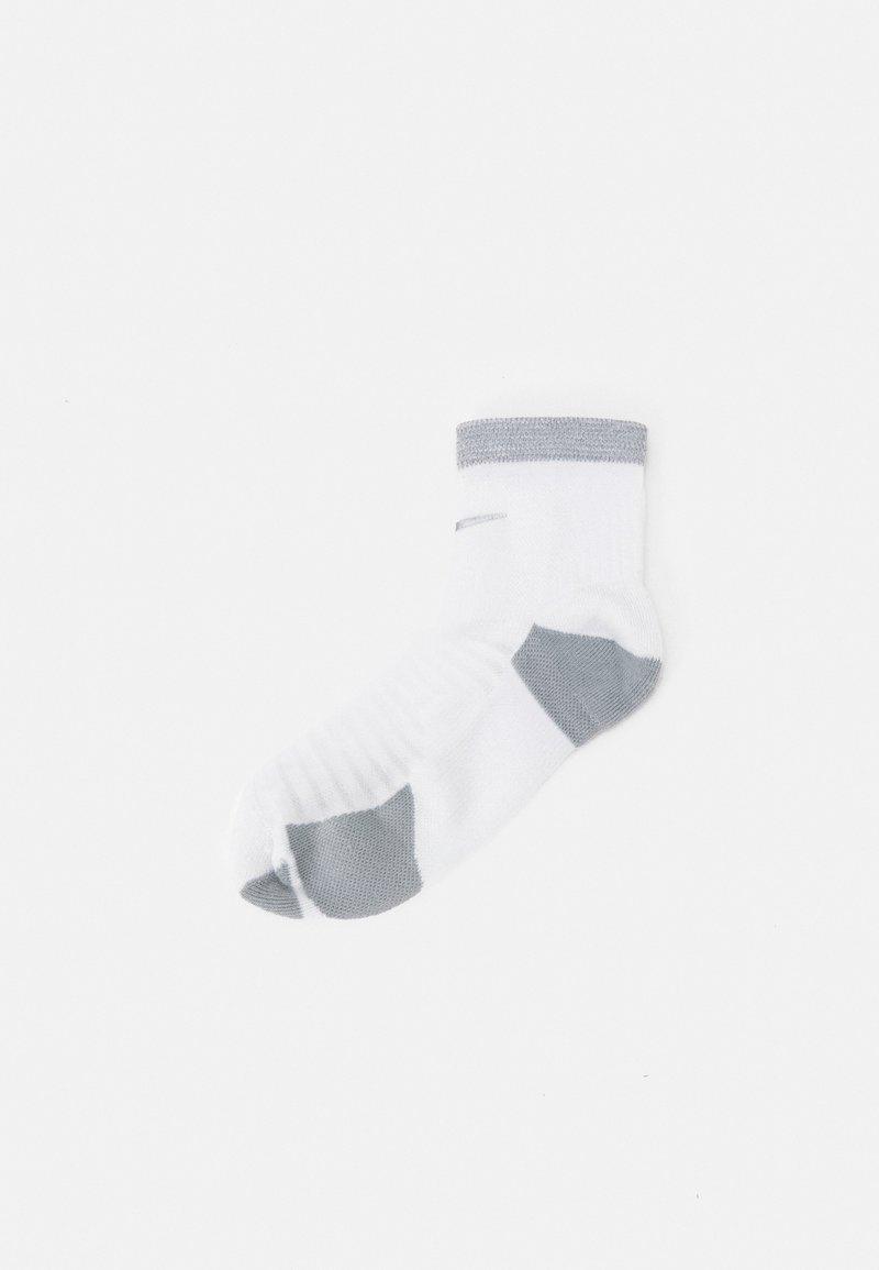 Nike Performance - SPARK CUSH ANKLE UNISEX - Sports socks - white/reflective