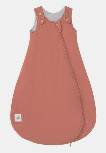 BABY SLEEPING UNISEX - Baby's sleeping bag - rosewood