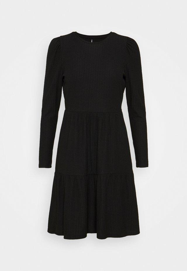 ONLNELLA DRESS PETITE - Sukienka dzianinowa - black