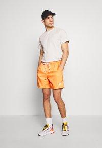 Nike Sportswear - FLOW - Shorts - orange trance - 1
