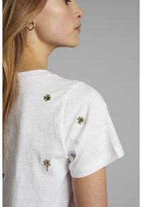 Nümph - NUCAROL - Print T-shirt - bright white - 3