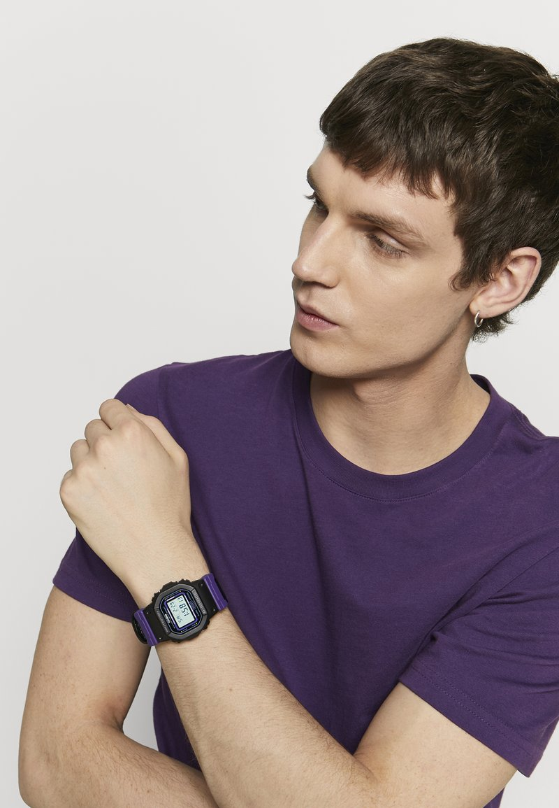 G-SHOCK - DW-5600 THROWBACK SET - Digitaal horloge - black/purple
