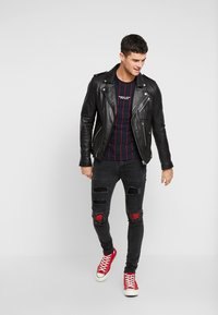 Brave Soul - NEVADA - Jeans Skinny Fit - grey wash/red paisley - 1