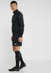 Umbro - CLUB SHORT - Sports shorts - black - 1