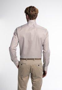 Eterna - SLIM FIT - Formal shirt - beige/weiss - 1