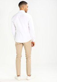 Esprit - SOLIST SLIM FIT - Skjorter - white - 2