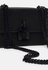 Steve Madden - BASPENN CROSSBODY - Across body bag - black - 4