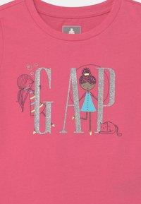 GAP - GIRL LOGO - Triko spotiskem - bold pink - 2