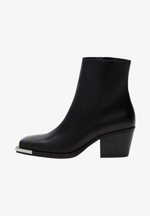MIT KARRÉE-SPITZE - Ankle boots - schwarz